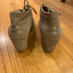 TOMS women's wedge show in great condition size 8.